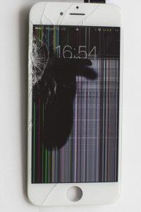 Пятна, «немые» полосы на айфоне